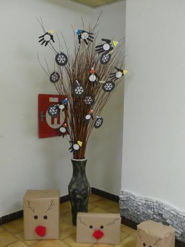 023 018 rozsvecovani stromku s druzinou