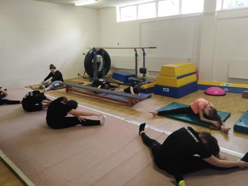 01 040 gymnastika