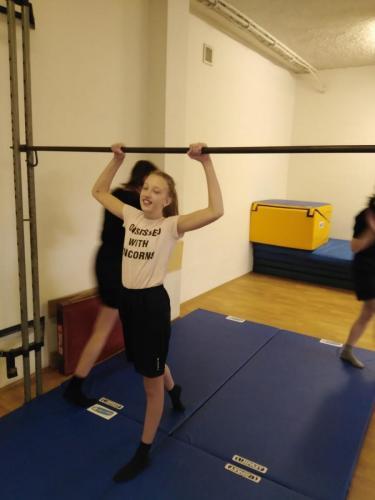 14 040 gymnastika
